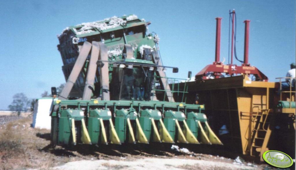 John Deere do zbioru bawełny