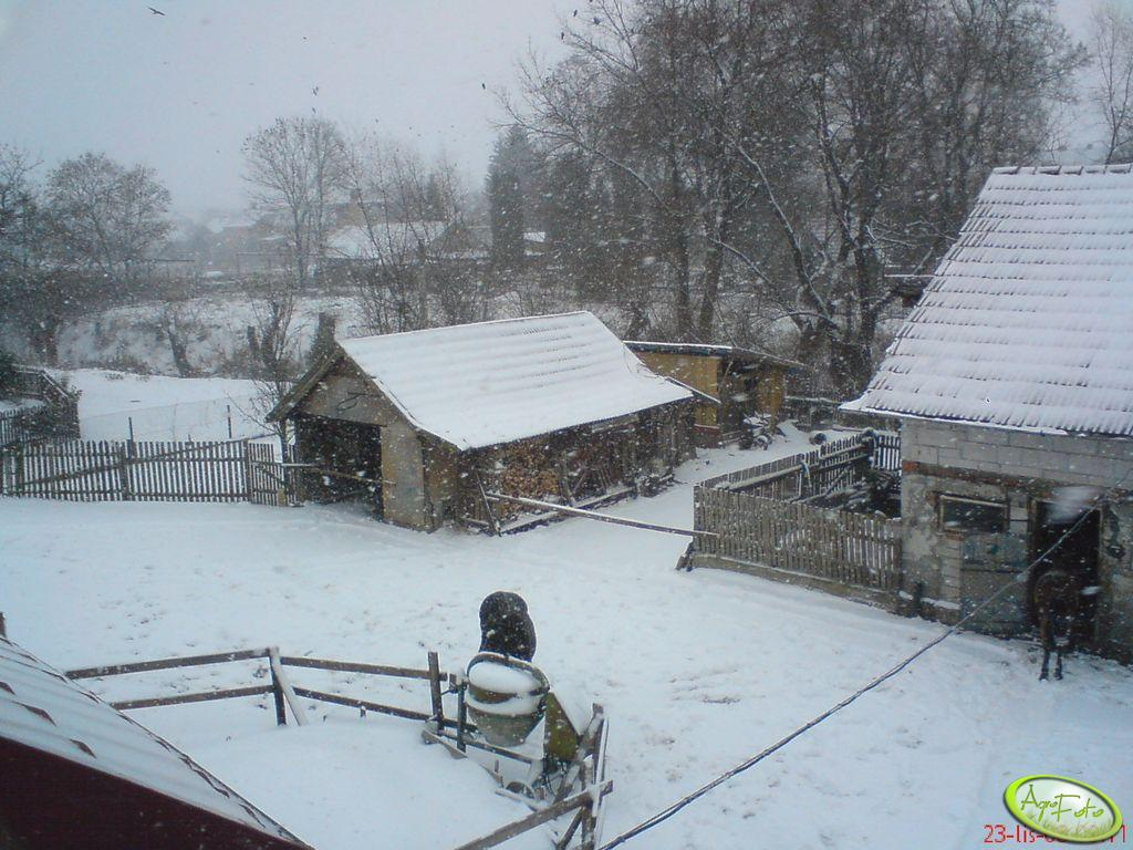 Podwórze zimą
