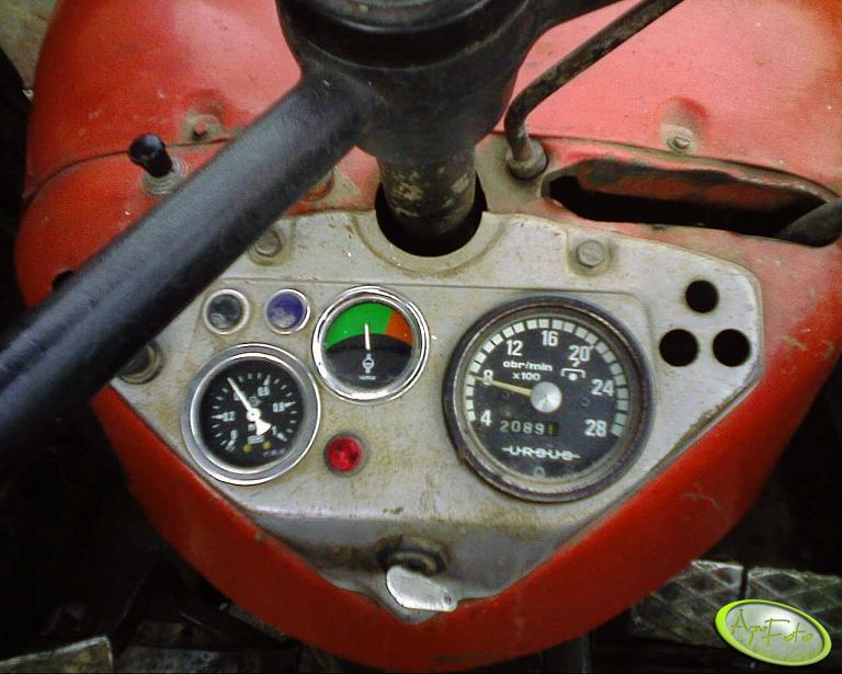 Zegar oleju i wskażnik wody w Ursus C-360