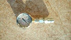Manometr glicerynowy do pomiaru ciśnienia