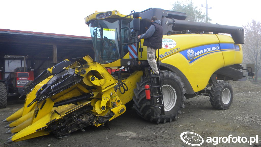 New Holland CX5080 Elevation