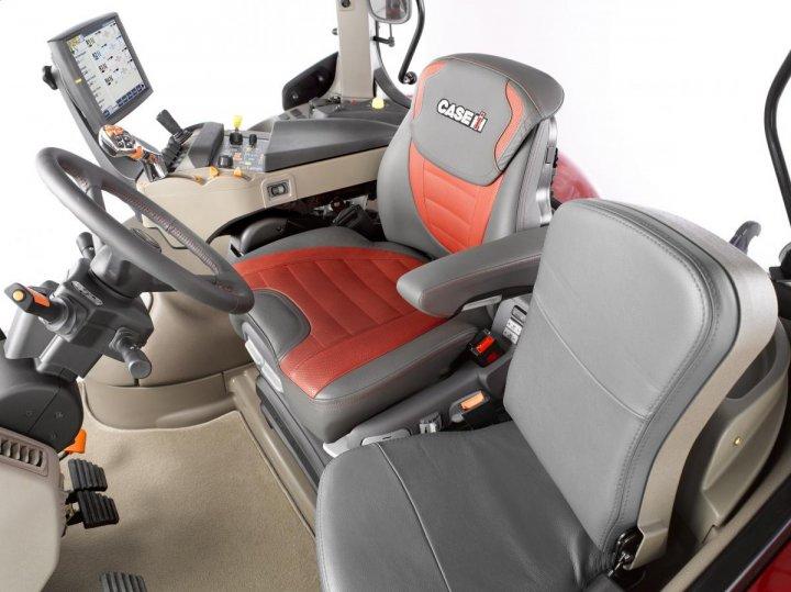 Puma_240_CVX_Maximo_Evolution_seat.jpg