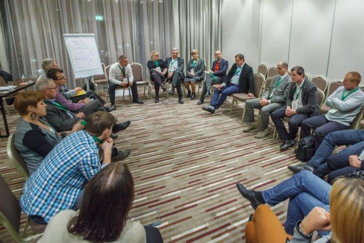 6.Spotkanie zakończył panel dyskusyjny z udziałem ekspertów i uczestników spotkania.jpg