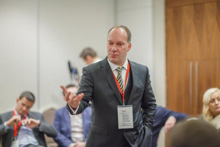 2. Michael Gerhard przedstawił zasady funkcjonowania programu Fruit Quality Contract.jpg