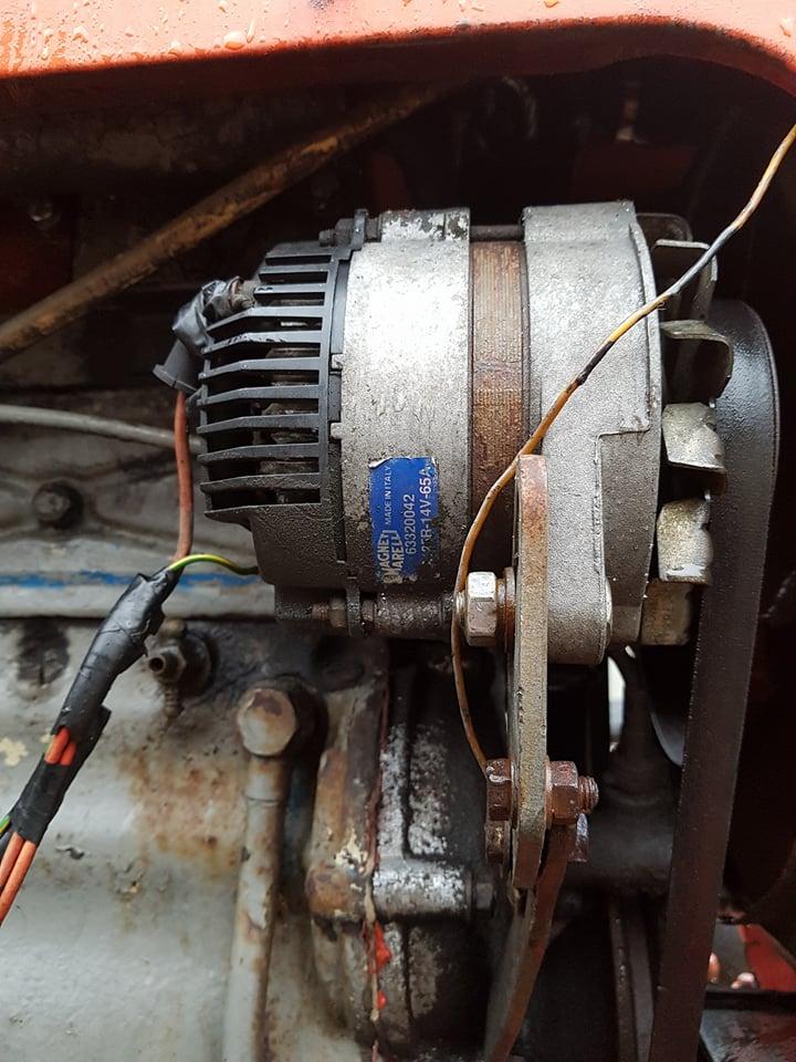 Podłączyć rozrusznik silnika