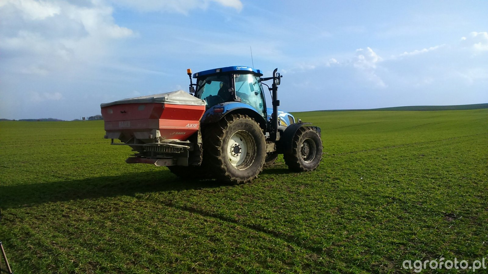 New Holland T6070PC/Rauch Axis 30.1 W