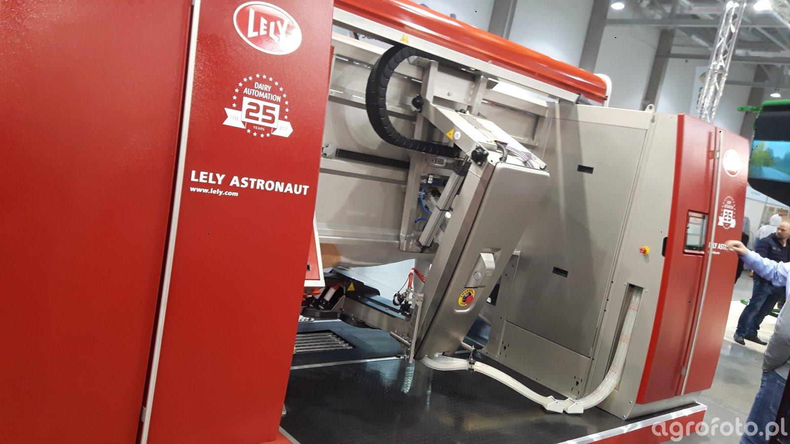 Lely austronaut