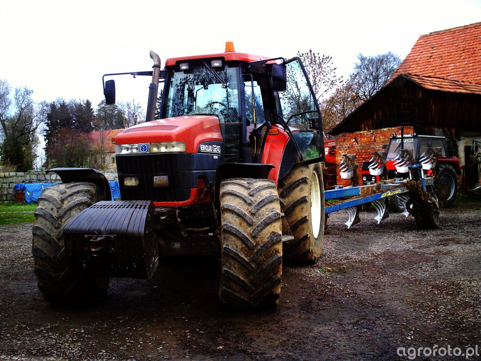 New Holland G240