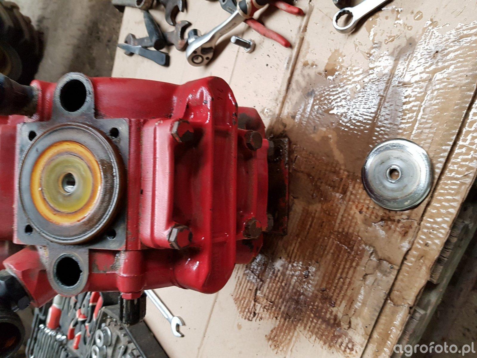 pompa hardi 361 podczas remontu