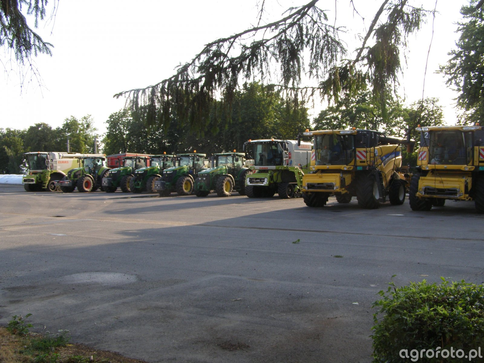 Claas , John Deere , New Holland