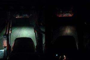 Porównanie halogenów led ze światłami drogowymi w Zetorze