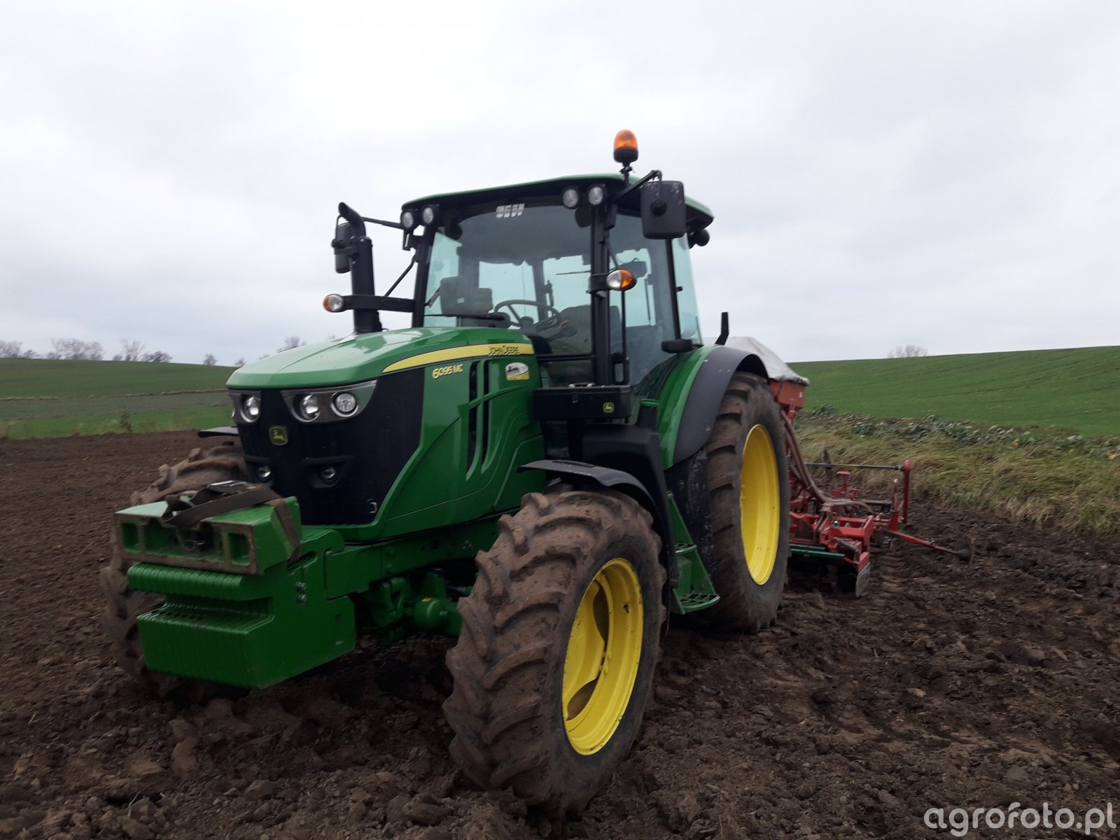 John Deere 6095MC i Kverneland Accord 3m