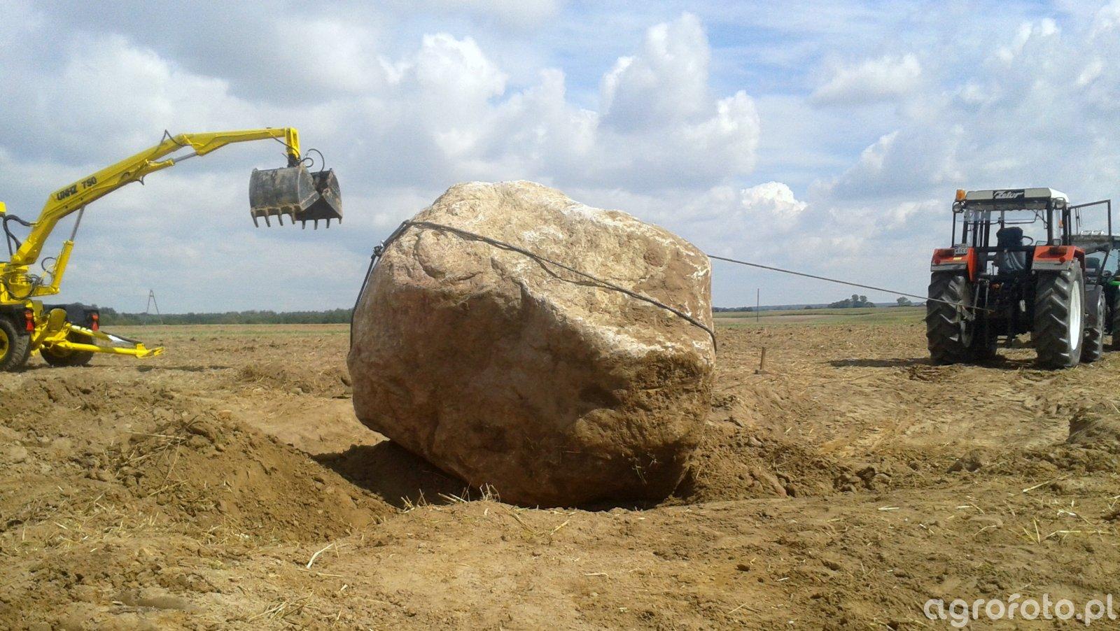 Zetor 8245 i kamień