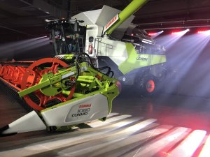 Claas lexion night